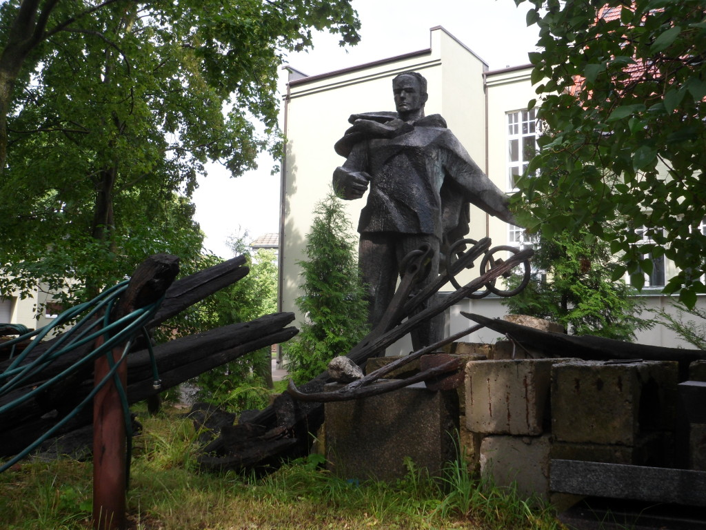Huge old Soviet style sculpture seemingly 'junked' in the back of a museum scrap area