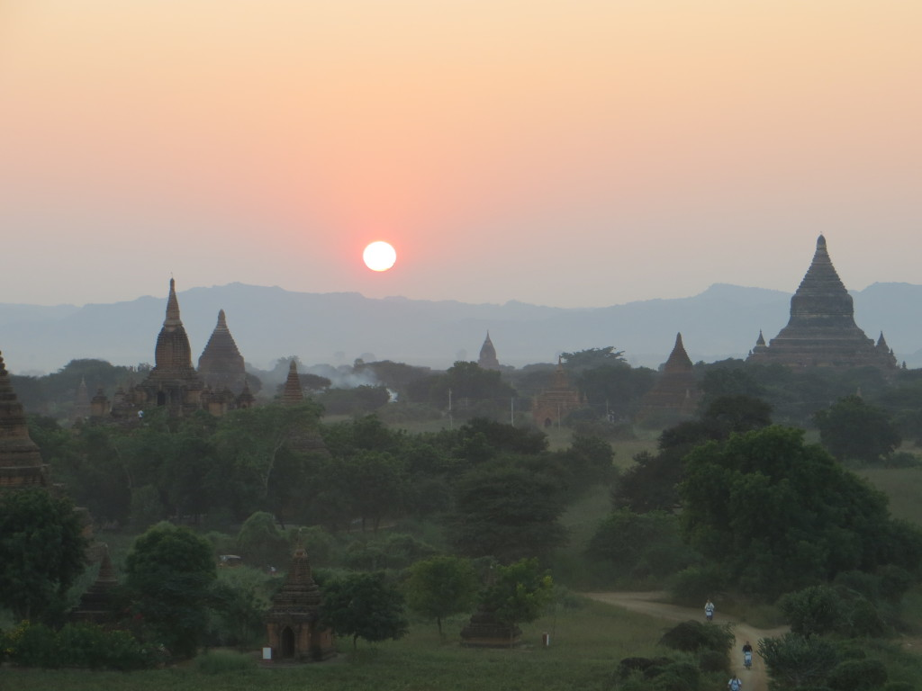 The last sunset of 2013 over Bagan
