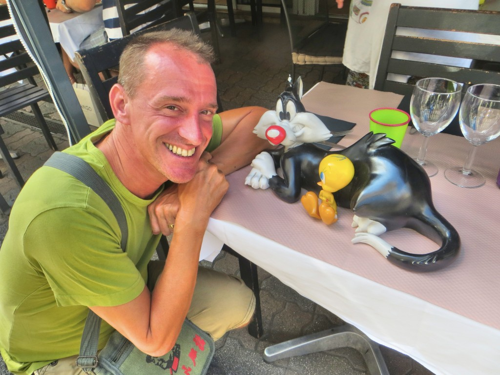 And while we're on the subject of cats ... Sylvester & Tweetybird rest at the entrance to our favorite lunch restaurant in Cannes. Mark likes pretty much all cats, even plastic ones.