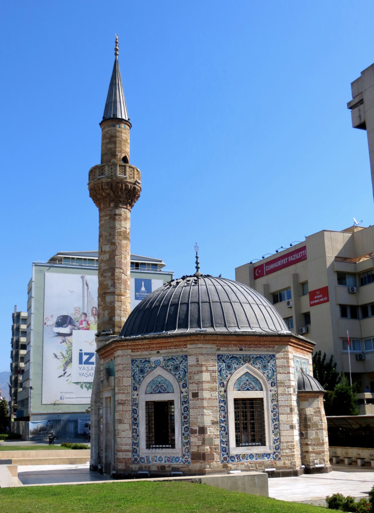 Right behind the clock tower is this tiny-but-lovely 18th century mosque