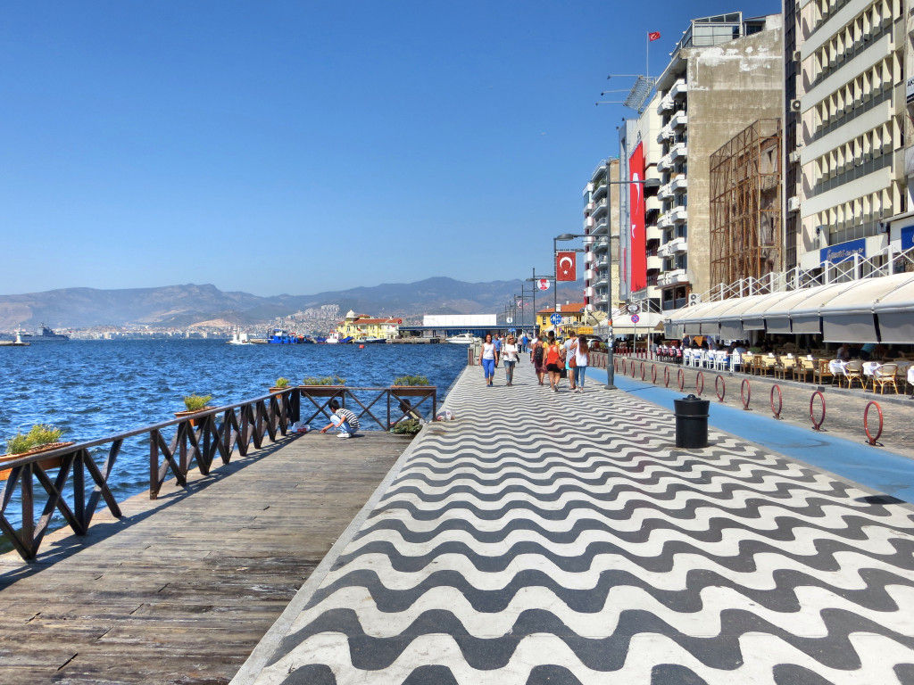 A small part of the long boardwalk along the coast of Izmir. It's lined with bars, cafés, and restaurants that, I'm confident, were pretty bad. I was amused to note the absence of a railing or other barrier for miles; I don't think that would pass muster in much of the U.S.