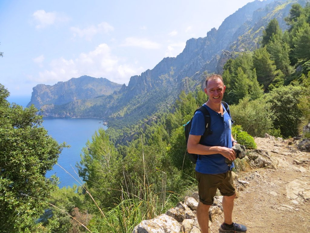 The stunning trail on the way to Tuent. Now we understood why it's a UNESCO site!
